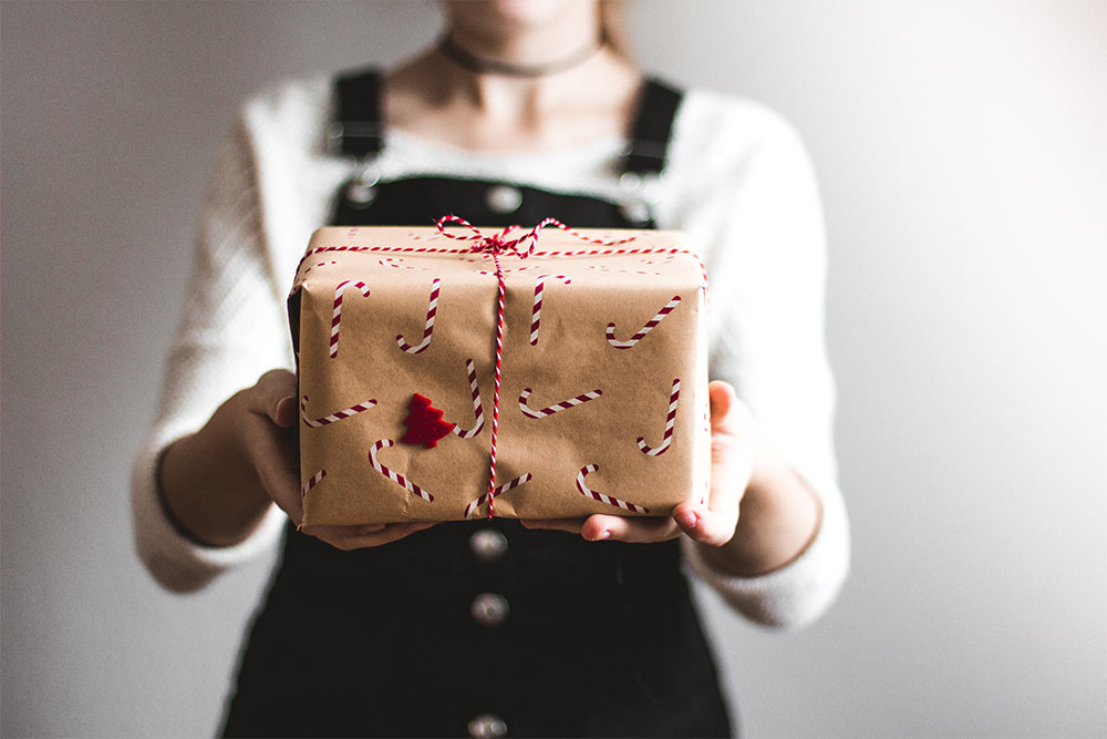 Christmas Gifts Guide to Giving Less
